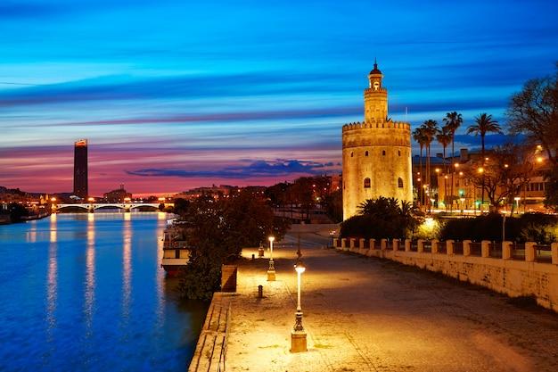 Sevilla atardecer horizonte torre del oro en sevilla