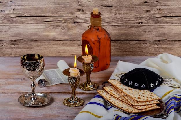Shabat shalom - matzá tradicional judío del sábado y ritual del vino