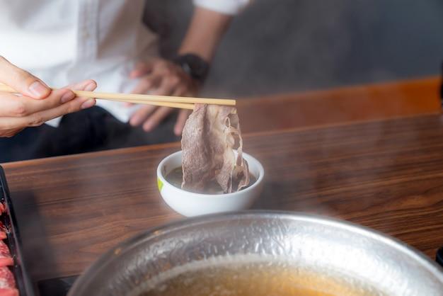 Shabu shabu cocinando
