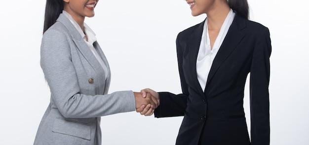 Shake hands se encuentra por primera vez en un negocio de negocios