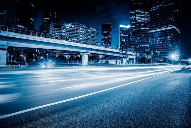 Shanghai, el bund, la construcción y el tráfico de carretera, el sentido azul de la tecnología, imágenes de fondo