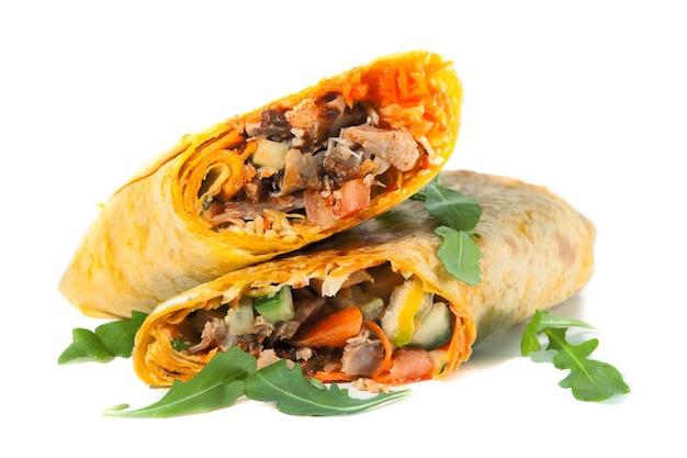 Shawarma chichken doner aislado en blanco
