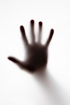 Shillouette de una mano de personas en blanco