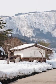 Shirakawago, japón histórico pueblo de invierno.