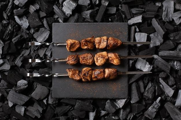 Shish kebab en brochetas