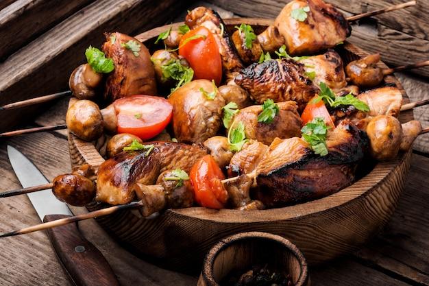 Shish kebab a la parrilla o shashlik