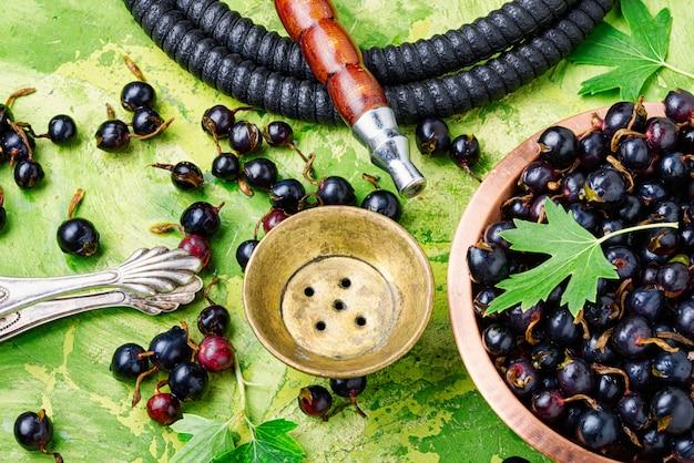 Shisha de arabia con tabaco de grosella
