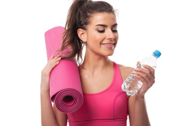 Siempre tengo una botella de agua después del entrenamiento
