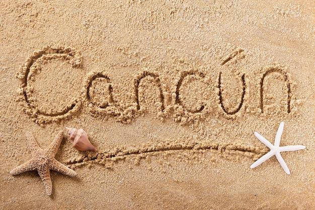 Signo de arena de playa de cancún, méxico