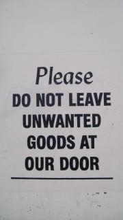 Signo encantadora fuera tienda de muebles