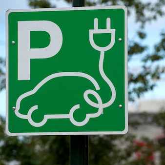 Signo de estacionamiento de coche eléctrico