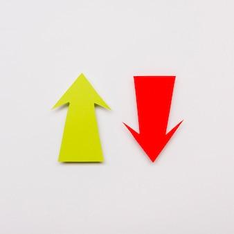 Signo de flecha roja y amarilla