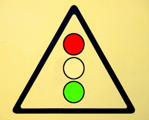 Signo de peligro símbolo de alto voltaje