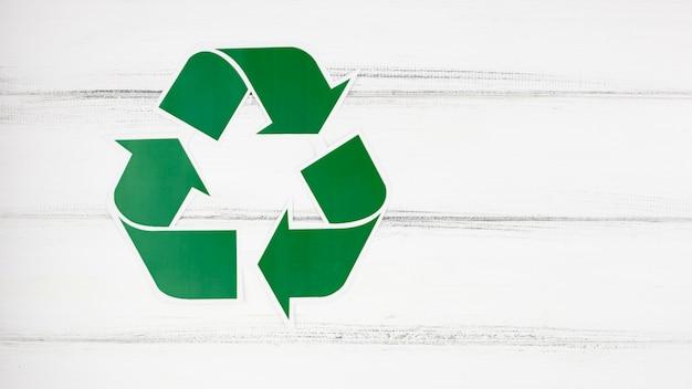 Signo de reciclaje y copyspace