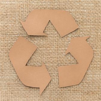Signo de reciclaje de dibujos animados