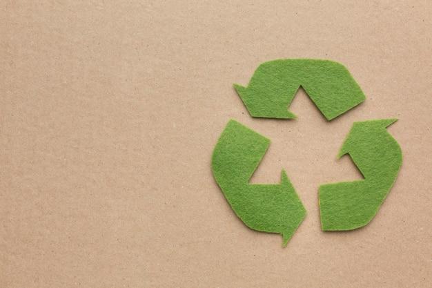 Signo de reciclaje de espacio de copia