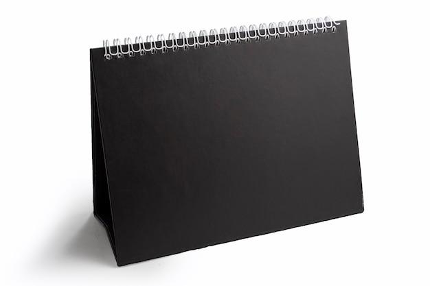 Signo triangular negro de pie sobre un fondo blanco brillante espacio para el texto