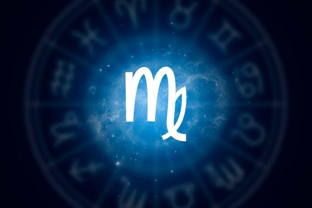 Signo zodiacal virgo sobre un fondo del cielo estrellado