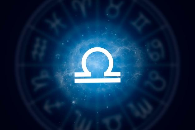 Signo del zodiaco libra sobre un fondo del cielo estrellado. ilustración para horóscopo