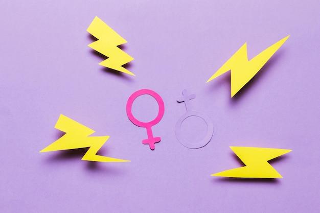 Signos de género femenino y masculino con truenos