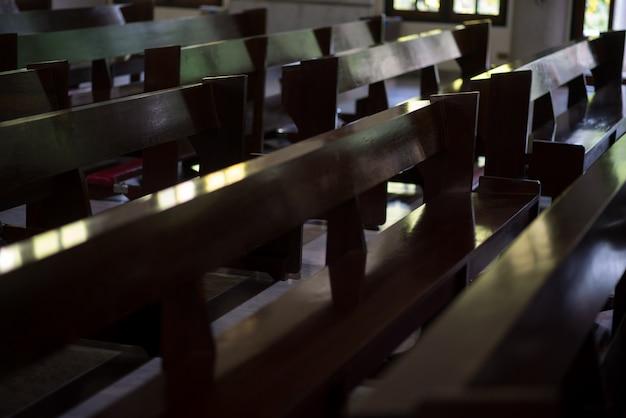 La silla de la iglesia de jesucristo para la oración y la oración - imágenes