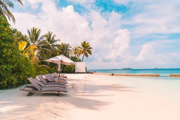 Silla de playa con tropical maldivas resort hotel isla y mar