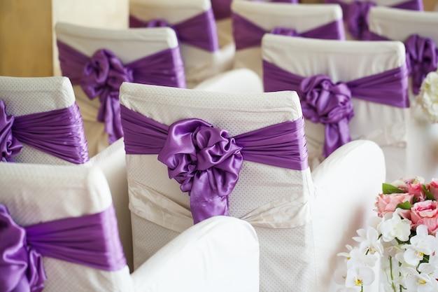 Sillas en una ceremonia de boda