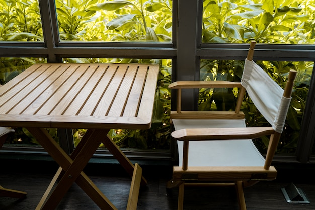Sillas y mostradores de madera, cafetería, asiento de mesa