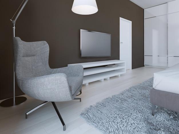 Sillón gris suave en dormitorio minimalista