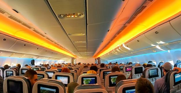 Sillones en sillas integradas aeronaves cabina clase económica