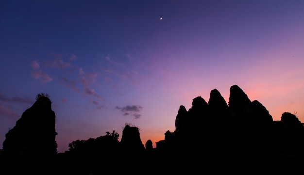 Silueta del antiguo castillo, angkor thom, camboya