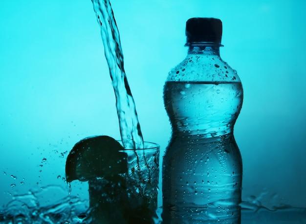 Silueta de botella y vaso