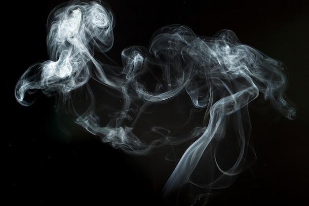 Silueta de humo blanco