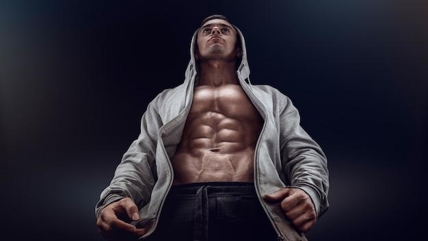 Silueta de un luchador fuerte
