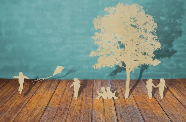 Siluetas de árboles y personas sobre una madera