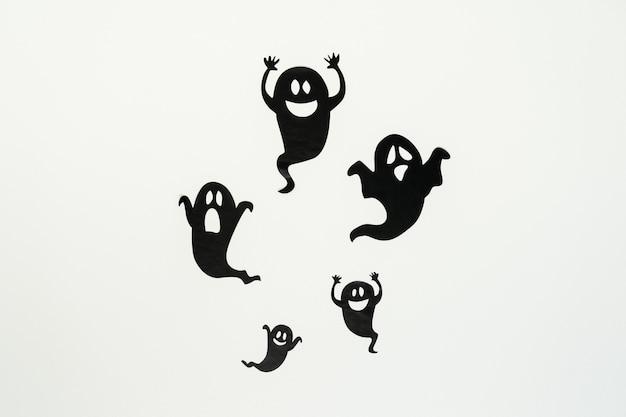 Siluetas de fantasmas aislados