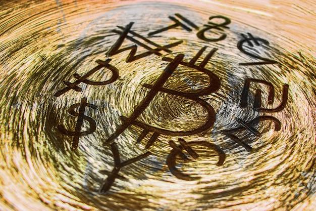 Símbolo de bitcoin rodeado de monedas del mundo. caída y colapso del curso. concepto de criptomoneda para negocios y diseño.