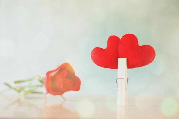 El símbolo del corazón es un signo en el fondo para ocasiones y la celebración del día de san valentín.