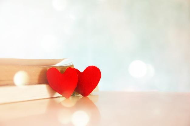 El símbolo del corazón es un signo en el fondo para ocasiones.