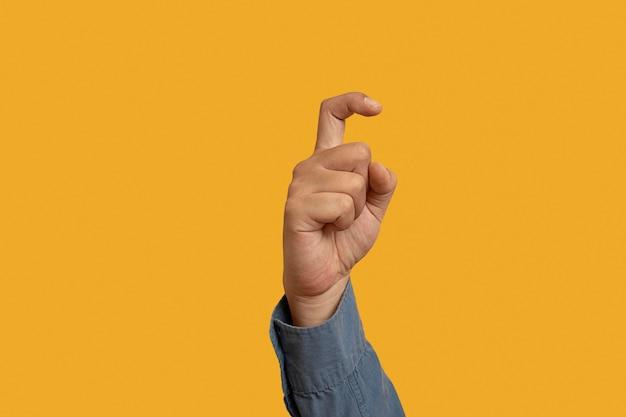 Símbolo de lenguaje de señas aislado en amarillo