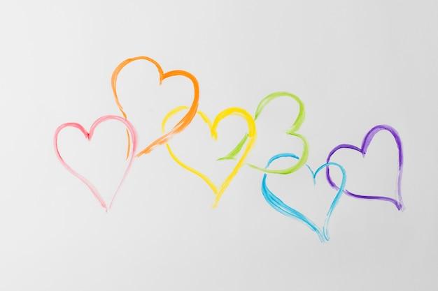 Símbolos del corazón en colores lgbt.