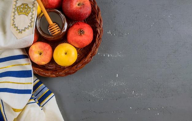 Símbolos tradicionales de las fiestas de miel, manzana y granada rosh hashaná jewesh vacaciones