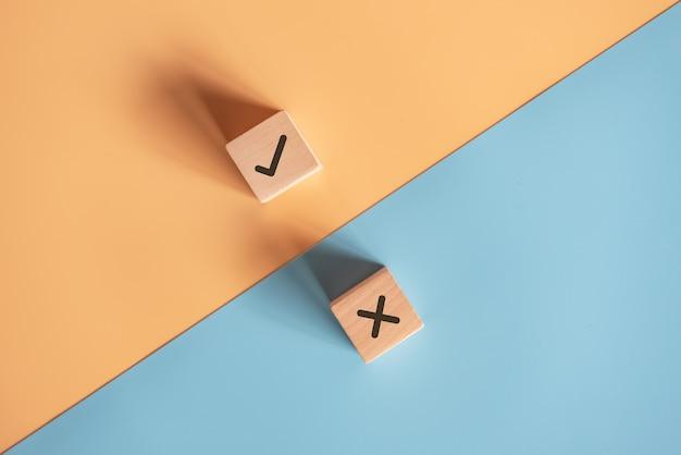 Los símbolos verdaderos y falsos aceptan rechazados para evaluación.
