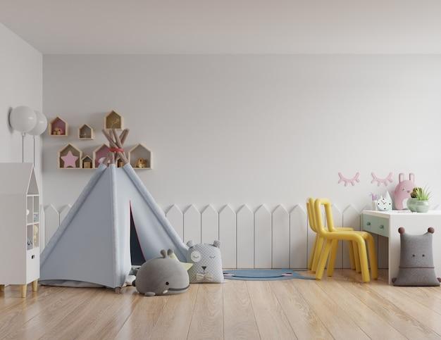 Simulacros de pared en la habitación de los niños en la pared blanca