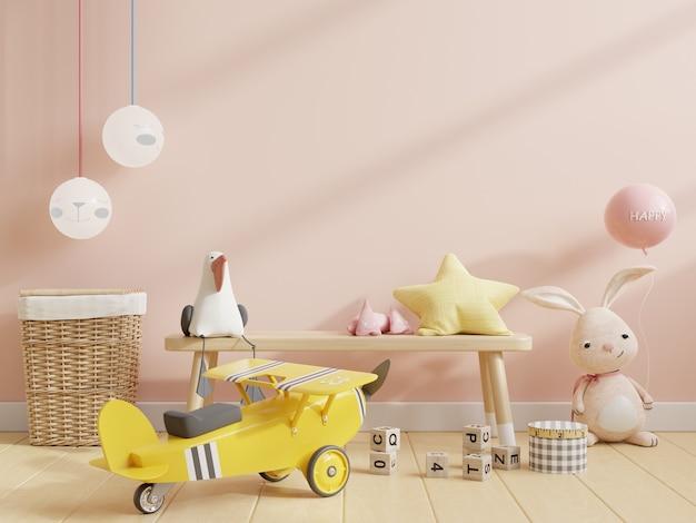Simulacros de pared en la habitación de los niños con silla en fondo de pared de color crema claro, representación 3d