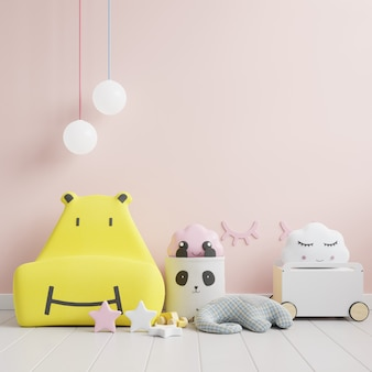 Simulacros de pared en la habitación de los niños con sofá amarillo sobre fondo de pared de color rosa claro. representación 3d