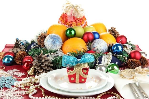 Sirviendo la mesa de navidad sobre fondo blanco.
