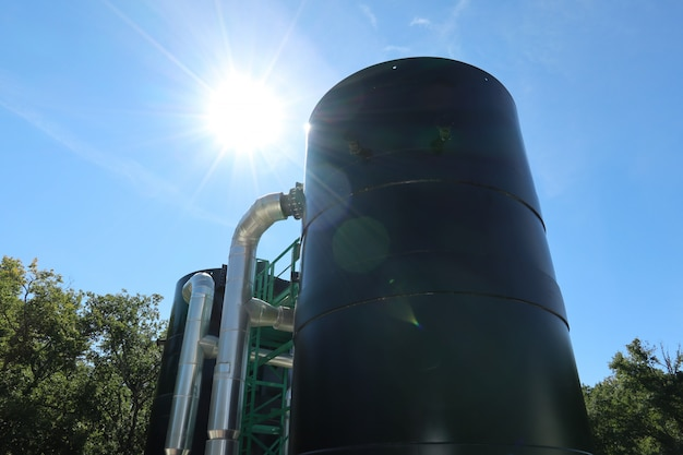 Sistema moderno de tratamiento de agua para calderas industriales.