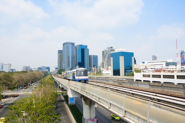 Sistema de transporte público bts sky train en bangkok