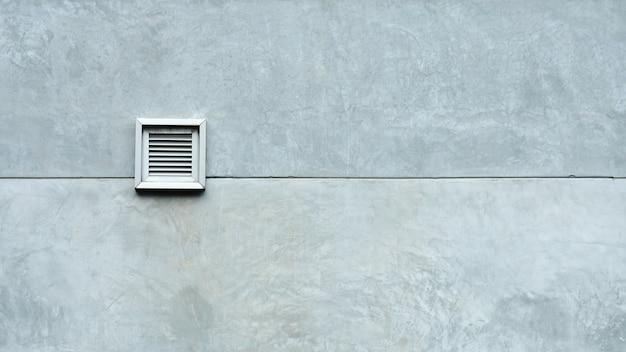Sistema de ventilación en pared de cemento.